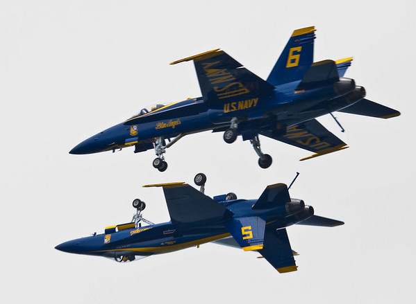 <b>Submitted By:</b> Peggy Zinn <b>From:</b> Traverse City <b>Description:</b> Inverted Pass of Blue Angels