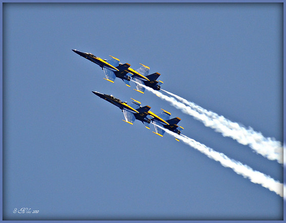 <b>Submitted By:</b> Susan Niles <b>From:</b> Traverse City, MI <b>Description:</b> Four Blue Angels in Unison
