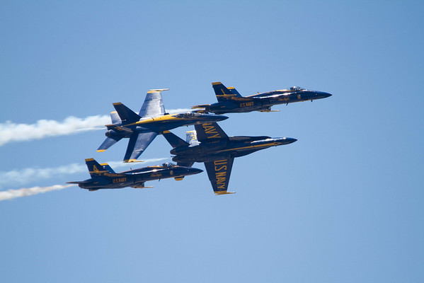 <b>Submitted By:</b> Peggy Zinn <b>From:</b> Traverse City <b>Description:</b> Blue Angel, Diamond Roll