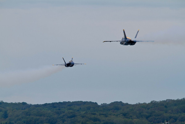 <b>Submitted By:</b> Peggy Zinn <b>From:</b> Traverse City <b>Description:</b> Blue Angels,head on