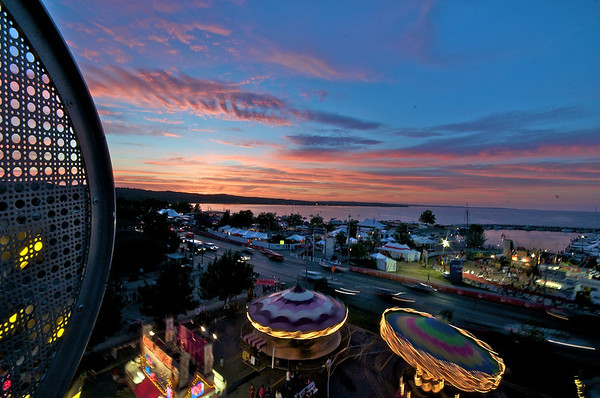 <b>Submitted By:</b> Jason Lome <b>From:</b> Traverse City <b>Description:</b> Thursday sunset atop the ferris wheel. lomeranger.com