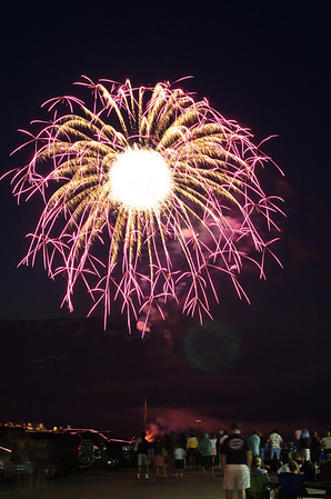 "<span style=""display:none"">Email: tiny.leviathan@gmail.com</span> <b>Submitted By:</b> Levi Gates <b>From:</b> Traverse City <b>Description:</b> Fireworks light up the sky over the Grand Traverse Bay near Clinch Park on the 4th of July"