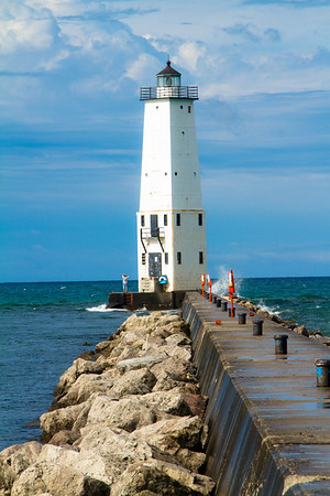 <b>Submitted By:</b> Peggy Sue Zinn <b>From:</b> TRAVERSE CITY <b>Description:</b> FRANKFORT LIGHTHOUSE