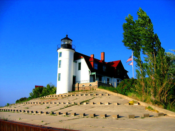 <b>Submitted By:</b> Steve Nowakowski <b>From:</b> Lambertville, MI. <b>Description:</b> Uncropped version of the Point Betsie Light. I have many lighthouse pictures from the UP, Don't know if you have any interest in them.