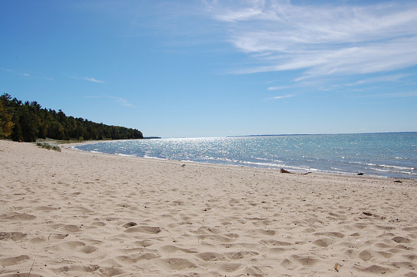 <b>Submitted By:</b> Jennifer Earls <b>From:</b> Lansing, MI <b>Description:</b> Lake Michigan at Barnes Park looking south. August 2010