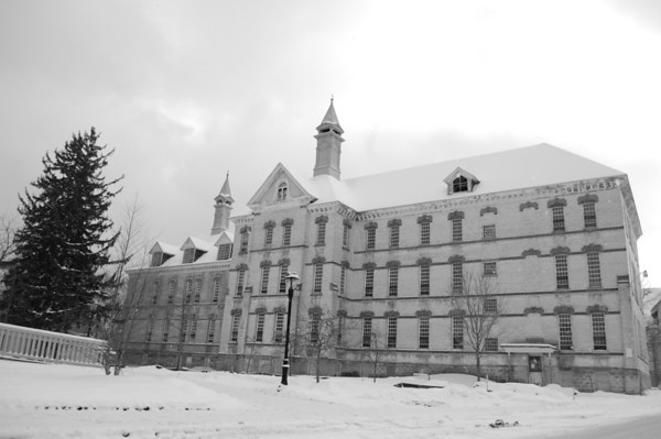 <b>Submitted By:</b> dan dinsmore <b>From:</b> traverse ctiy <b>Description:</b> black and white of the state hospital