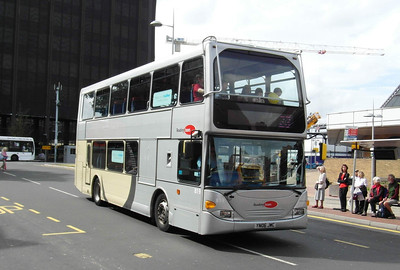 819 - YN06JWC - Reading (railway station) - 16.8.12