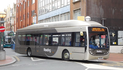 421 - YN14MXP - Reading (railway station)