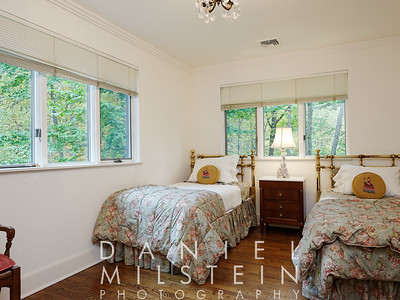 9 Twin Ponds Rd 33 2nd flr bed