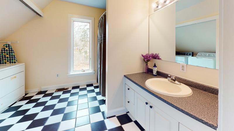 135-Cottage-Road-Cushing-Bathroom