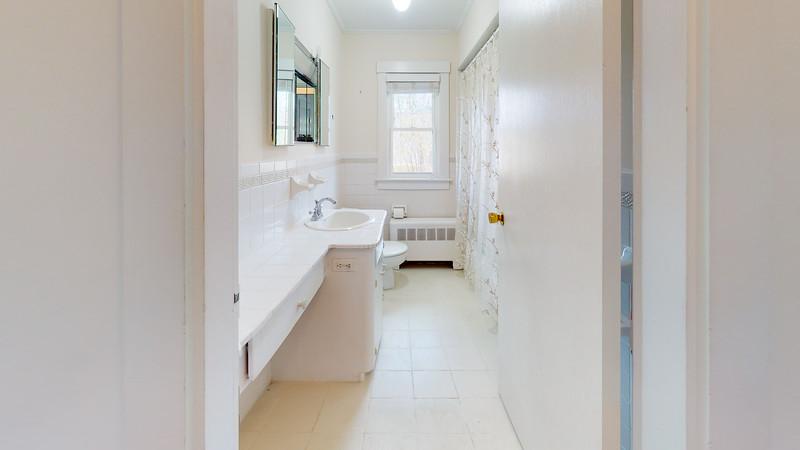 20-Harborside-Terrace-Bathroom
