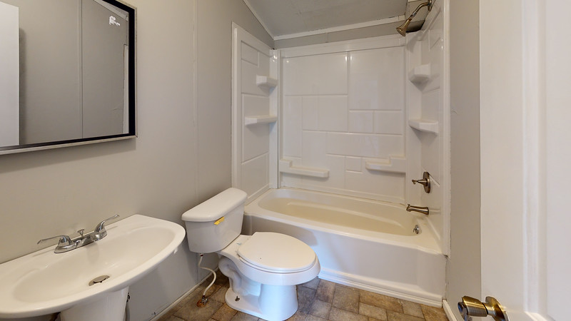 211-Middle-Road-Bathroom(1)