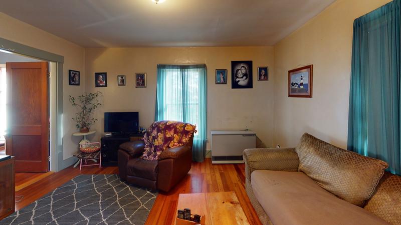 84-School-Street-2-Living-Room
