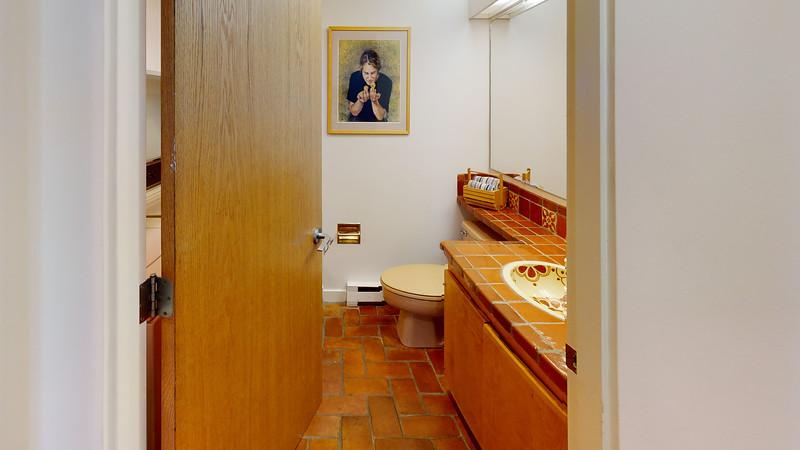 Harbor-Square-Condominiums-Unit-5-Bathroom(2)