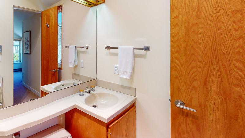 Harbor-Square-Condominiums-Unit-4-Bathroom(3)
