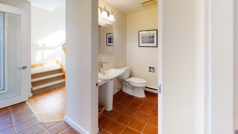 Harbor-Square-Condominiums-Unit-4-Bathroom(1)