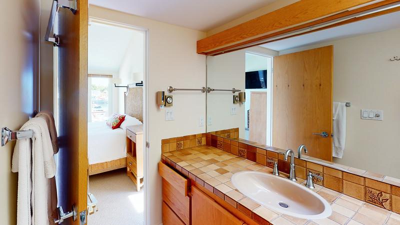 Harbor-Square-Condominiums-Unit-4-06202020_220449