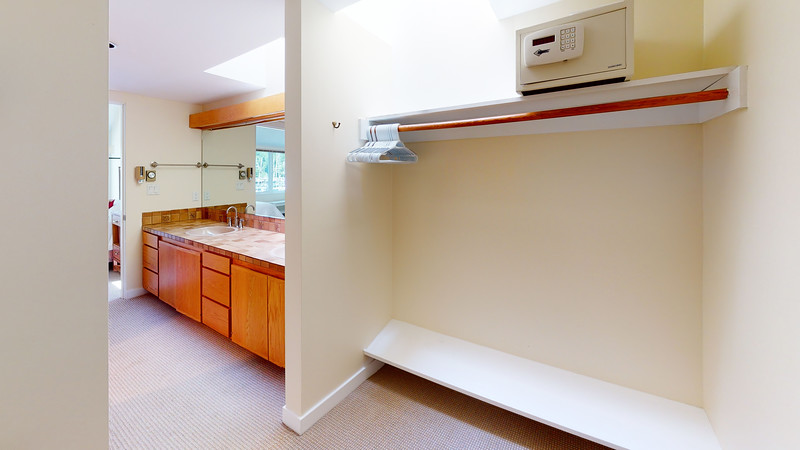Harbor-Square-Condominiums-Unit-4-Bathroom(2)