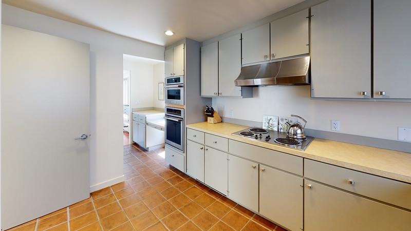 Harbor-Square-Condominiums-Unit-4-Kitchen