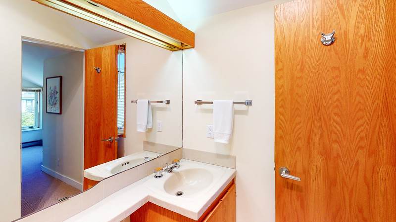 Harbor-Square-Condominiums-Unit-4-06202020_220042