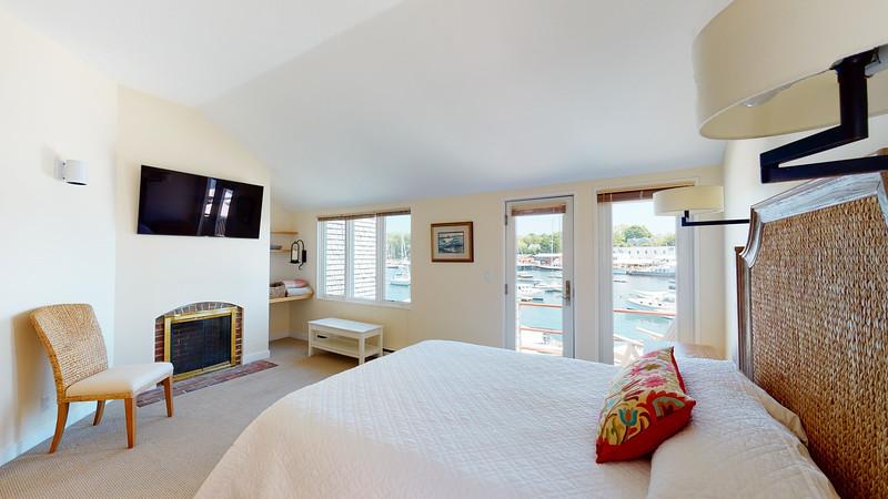 Harbor-Square-Condominiums-Unit-4-06202020_220231