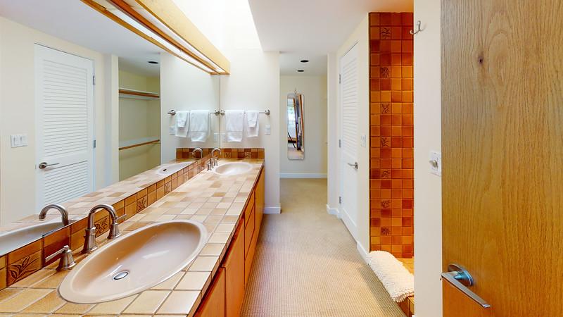 Harbor-Square-Condominiums-Unit-4-Bathroom