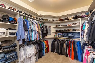19 Walk In Closet