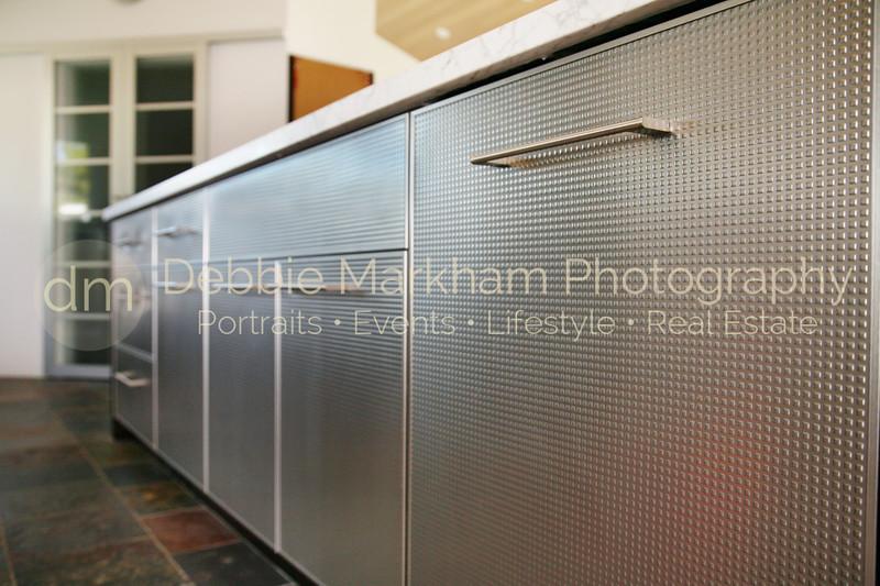 IMG_1388Metal Cabinet