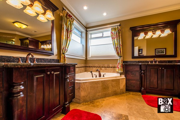 Master bathroom photo. Real Estate Photographer.