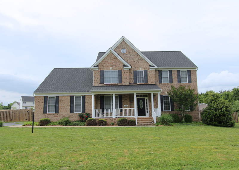 Gorgeous 4BR home in St. George Estates w/3 finished levels