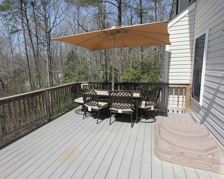 Great outdoor entertaining area!