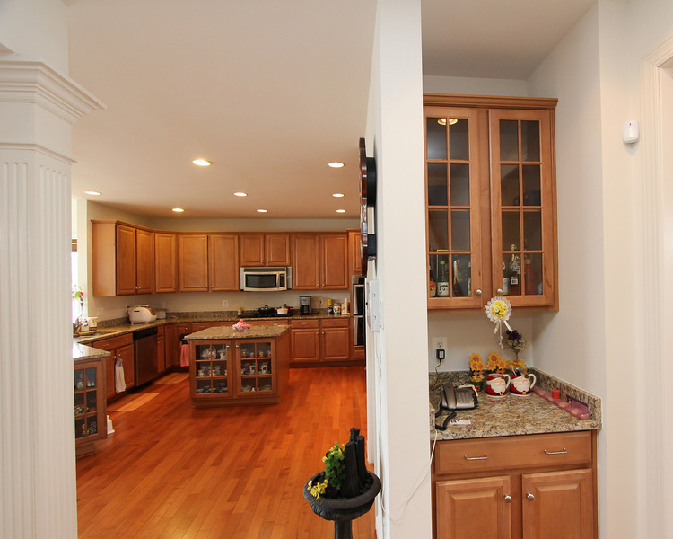 Butler pantry between kitchen and formal dining room