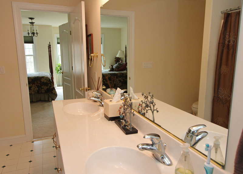 Upper level full bath with both hallway and bedroom entrances.