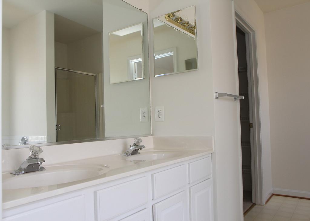 Master bathroom w/dual vanities