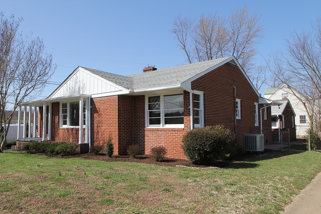FOR SALE - 613 Bunker Hill Street, Fredericksburg VA 22401 - Beautifully renovated all-brick rambler featuring 3BR/2BA plus a detached 2-car garage.  Listing agent: Dan Donehey, RE/MAX Bravo  (540)538-8005 or dan@donehey.com.