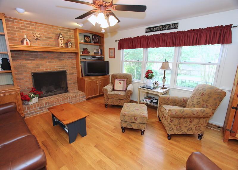 Cozy family room w/fireplace