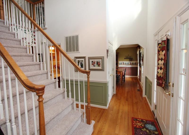 2-story entrance foyer