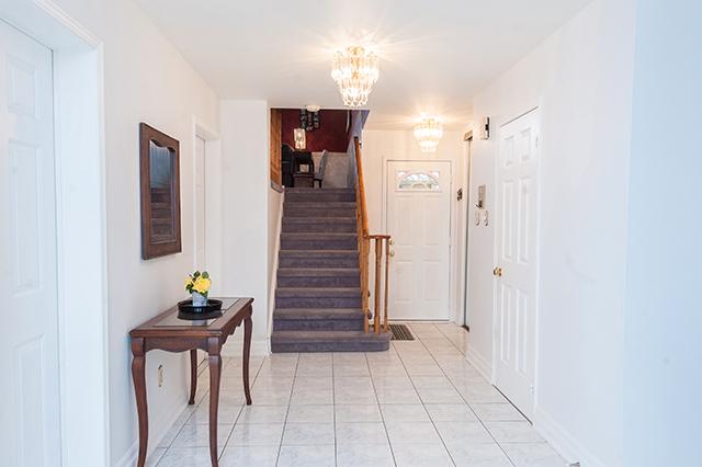 16-4362WaterfordCrescent_Foyer