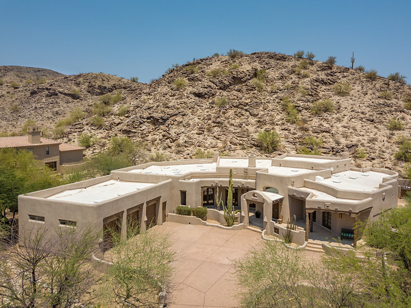 14421 South Canyon Drive, Phoenix, Arizona (Large)