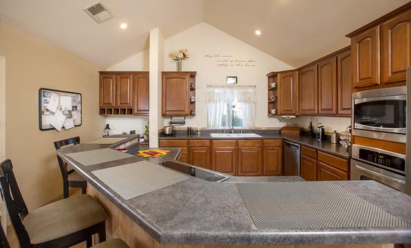 Kitchen bar 1
