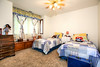 Cozy 2nd Bedroom, Window Seat/Storage Large Mirrored Closet
