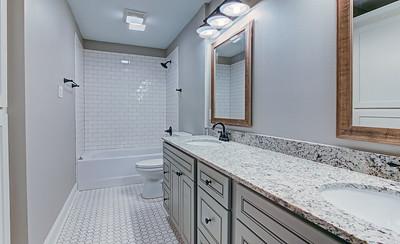 Hallway bath.  Nice!