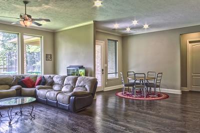 Living Room / Breakfast