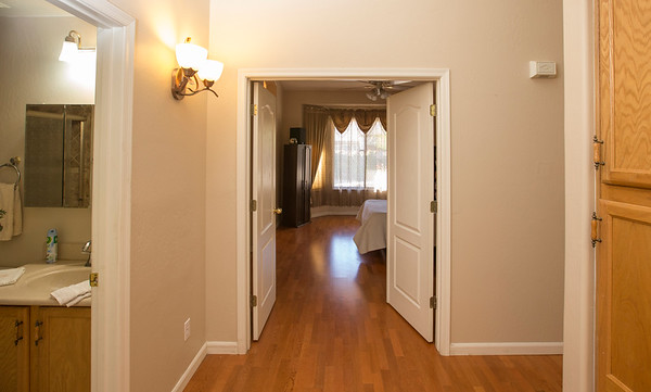 Mainbedroom enterance 2