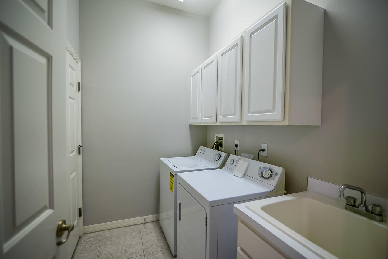 6720 70th Ave E Bradenton-laundry
