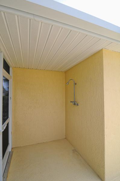 21_Outdoor shower area