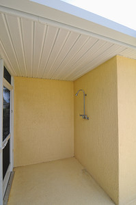 21_Outdoor shower area