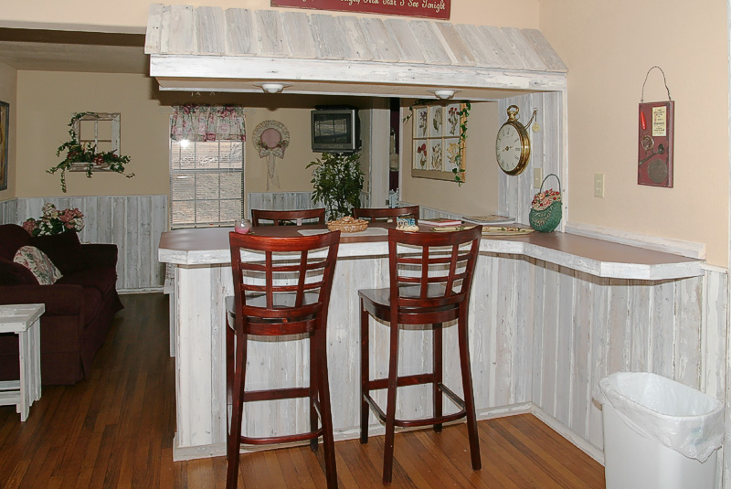 """Taken with my Tamron 17-35 f/2.8-4 Lens. """"The Cottage"""" The eatin Bar. Where's the food! Haha!"""
