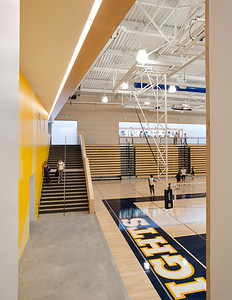 Menlo School Gym, Atherton, CA.Kevin Hart Architecture, Vance Brown Builders. Indoor Gymnasium.
