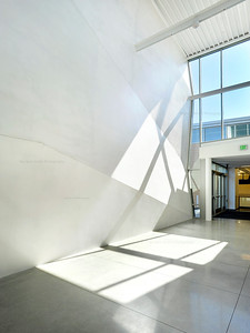 Menlo School Gym, Atherton, CA.Kevin Hart Architecture, Vance Brown Builders. Side Entry.